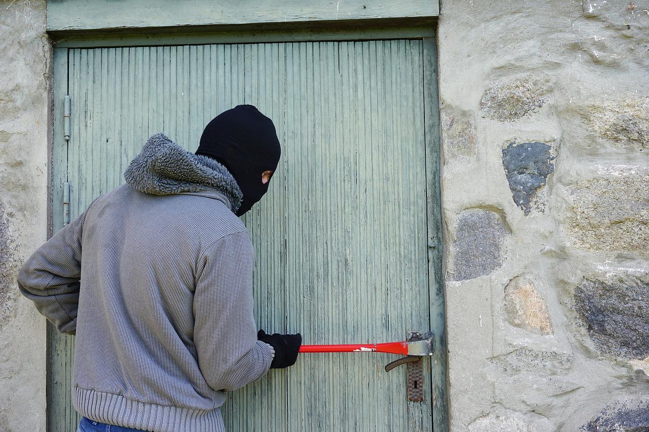 ¿Qué debes hacer si tu vivienda ha sufrido un robo mientras estabas de vacaciones?