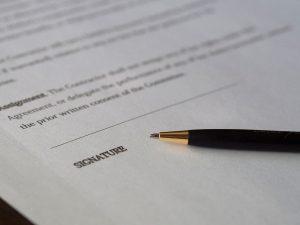 Autónomos y pymes claman contra entidades que ligan seguros de vida «obligatorios» a los préstamos ICO